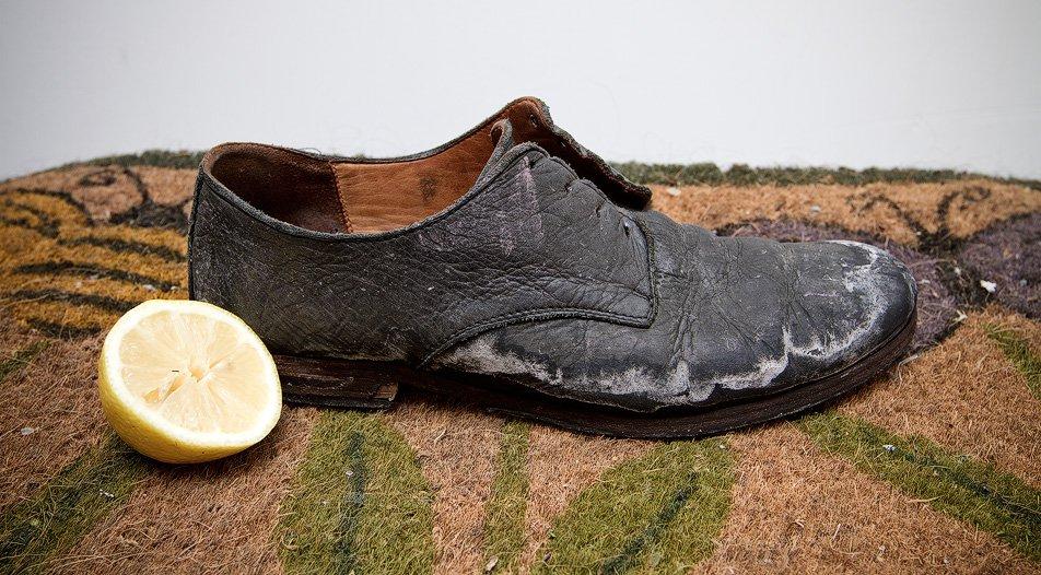 как убрать соль с кожаной обуви